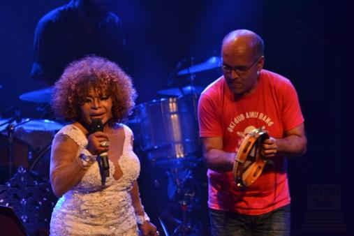 Elza Soares com Marcos Suzano. Foto: apetecer.com
